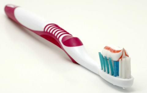 کلینیک تخصصی دندان پزشکی مرزداران ارتودنسی جرم گیری عصب کشی ایمپلنت مسواک کشیدن